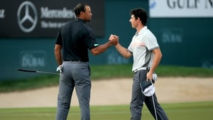 Tiger Woods (L) and Rory McIlroy
