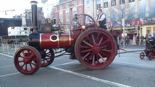 A replica steam engine makes its way across O'Connell St (Pic: Karen Howlin)