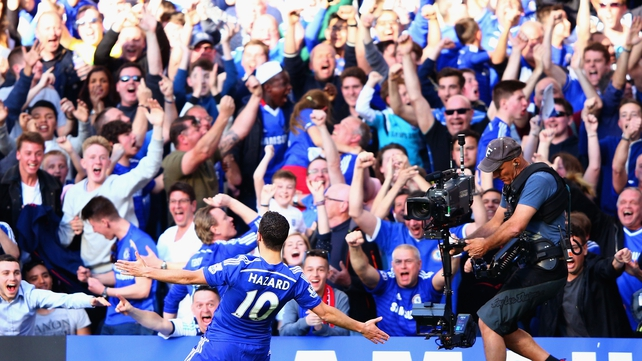 Chelsea go ten clear with win over Man U
