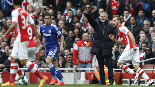 Mourinho laughs off boring jibes as Blues close in