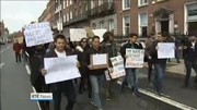 Six One News Web: Over 100 non-EU students and teachers protest in Dublin