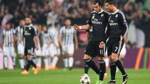 Gareth Bale (L) with Cristiano Ronaldo