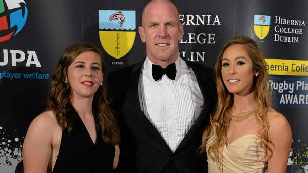 Paul O'Connell, pictured with Ireland 7s players Katie Fitzhenry and Eimear Considine, added the IRUPA prize to his Six Nations accolade