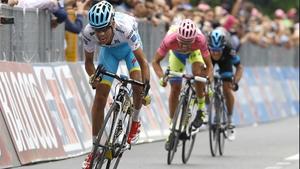 Fabio Aru finishes 10th in Benevento, just ahead of overall leader Alberto Contador and Richie Porte