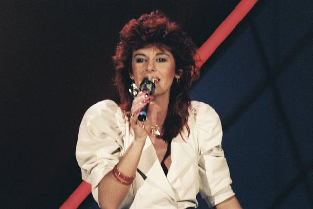 Linda Martin performs at Eurovision (1984)