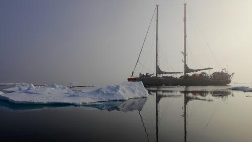 Tara in the Arctic Ocean (Pic A.Deniaud/Tara Expéditions)