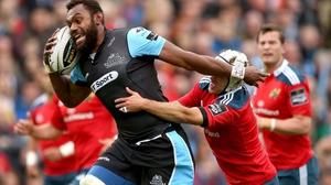 Leone Nakarawa fends off Duncan Williams