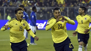 Colombia scorer Jeison Murillo (C) celebrates with team-mate Teofilo Gutierrez
