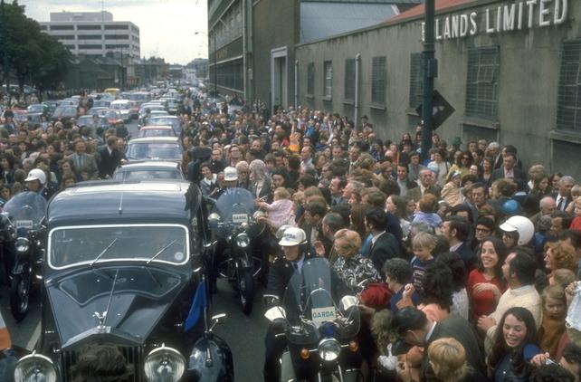 Motorcade through Dublin as de Valera retires (1973)