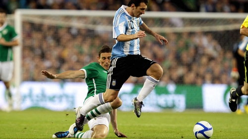 Keith Andrews tries to tackle Lionel Messi during the 2010 friendly