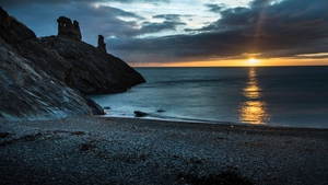 The sun rising on the summer solstice in Black Castle, Co Wicklow (Pic: Martin Critchley)