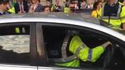 RTÉ News: Gardaí reverse car abandoned by politician on Kildare Street