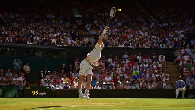 Murray books Wimbledon quarter-final place