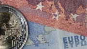 Euro lower against world currencies ahead of amid ECB speculation