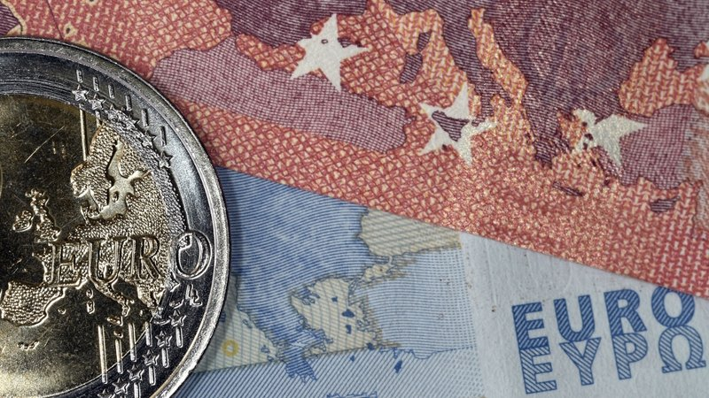 Eurozone Economic Growth Falls Further Behind U.S.