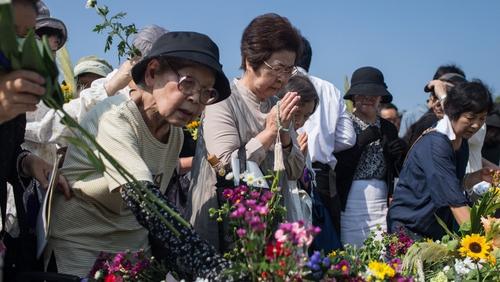 People offer prayers at the Hiroshima memorial