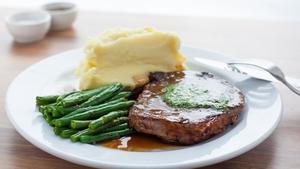 Juniors signature steak dish