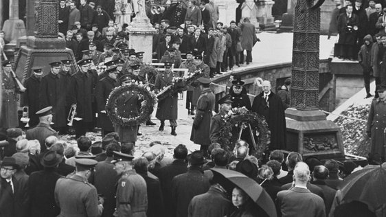 Roger Casement's Funeral and Éamon de Valera (1965)