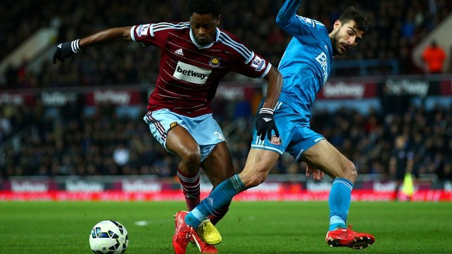 Alex Song rejoins West Ham from Barcelona