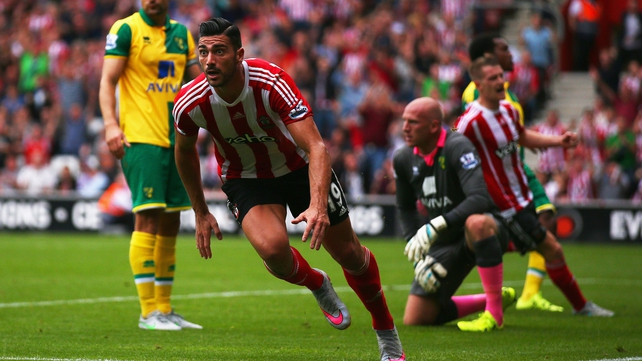 Southampton ease to victory over 10-man Norwich