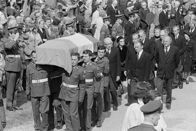 Mourners at Éamon de Valera's Funeral (1975)
