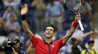 Dancing Djokovic easily through at US Open