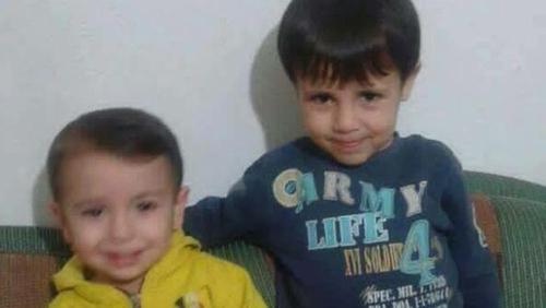 Aylan Kurdi, 3 agus Galip Kurdi, 5 a báthadh ar thrá Bodrum sa Tuirc. Báthadh máthair na beirte sa tubaiste chéanna