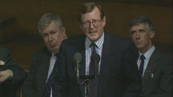 David Trimble (centre)
