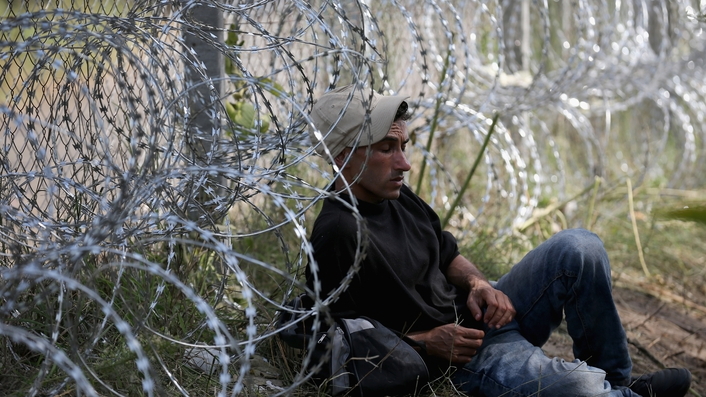 Hungary building fence on border with Croatia