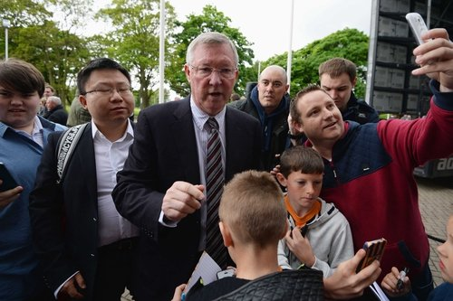Former Manchester United boss Alex Ferguson thinks the title might return to Old Trafford at the end of this season