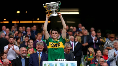 2015 Kerry captain Mark O'Connor lifts the Tommy Markham Cup