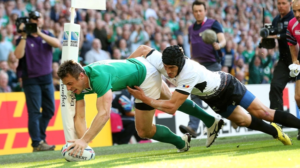 Tommy Bowe scores Ireland's first try against Romania