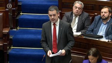 Thug an TD do Dhún na nGall faoin Taoiseach Leo varadkar agus an tAire Sláinte go feargach sa Dáil faoin mhéid a dúirt an Taoiseach faoi sheirbhísí sláinte taca ama na Nollag