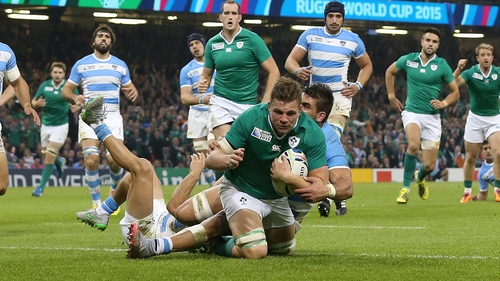 2bb98e4e09 Jordi Murphy attempts to give Ireland some go-forward ball