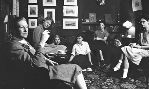 Elizabeth Bowen chats with Bryn Mawr students in 1956 (Getty Images)