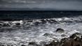 12 báite amach ó chósta Oileán Lesbos na Gréige