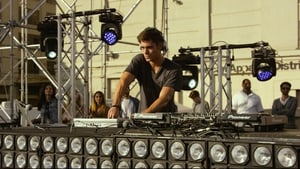 Zac Efron spinning at the decks in We Are Your Friends