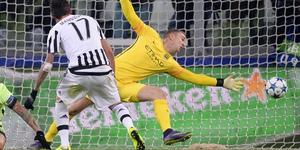 Mario Mandzukic fires Juventus' decisive goal past Joe Hart