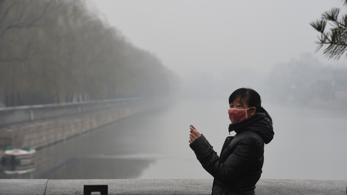 Beijing residents on smog red alert