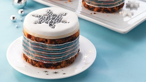 Mini Christmas Cakes with Star Filled Tops