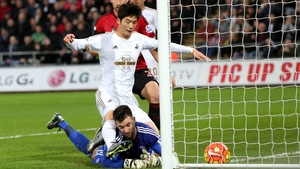 Ki Sung-Yueng bundles home against West Brom