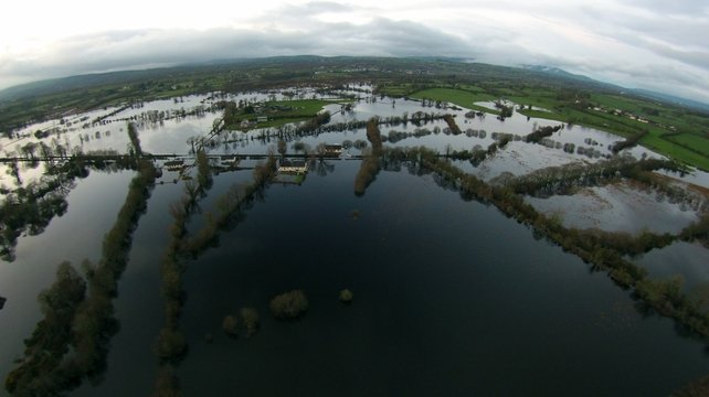 Flooding outside the village of Clonlara, close to the Clare/Limerick border (Pic: Gavin Tier)