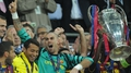 Transfer news: Valdes departs United for Liege