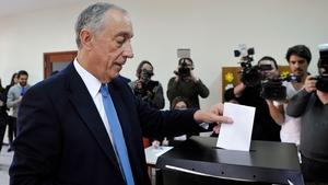 Marcelo Rebelo de Sousa casting his vote for the presidential election in Celorico de Basto, north of Portugal