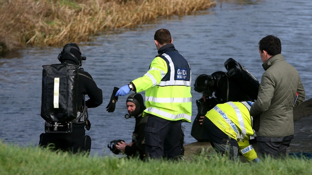 The garda subaqua unit at the Grand Canal in Fonthill, Dublin, yesterday