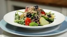 Tuna and tomato baby spinach salad
