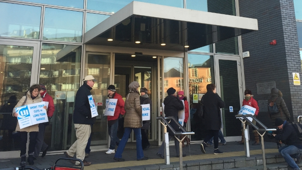 TUI Lecturers picketing CIT Cork School of Music