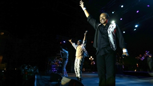 Maurice White on stage with Earth, Wind and Fire in 2013