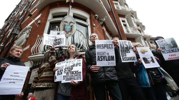 Protestors outside the Ecuadorian Embassy