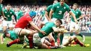 Conor Murray scores the opening try for Ireland